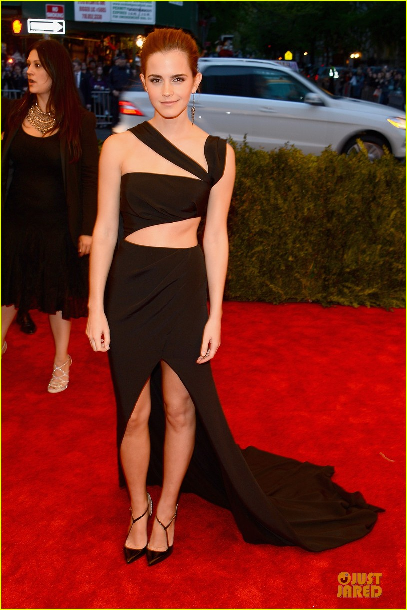 emma watson met ball 2013 red carpet 012865286