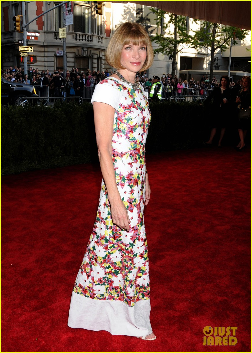anna wintour met ball 2013 with bee shaffer 06