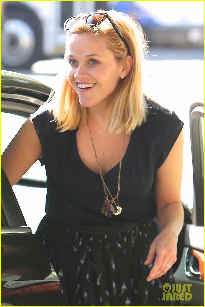 reese witherspoon barneys new york shopper 04