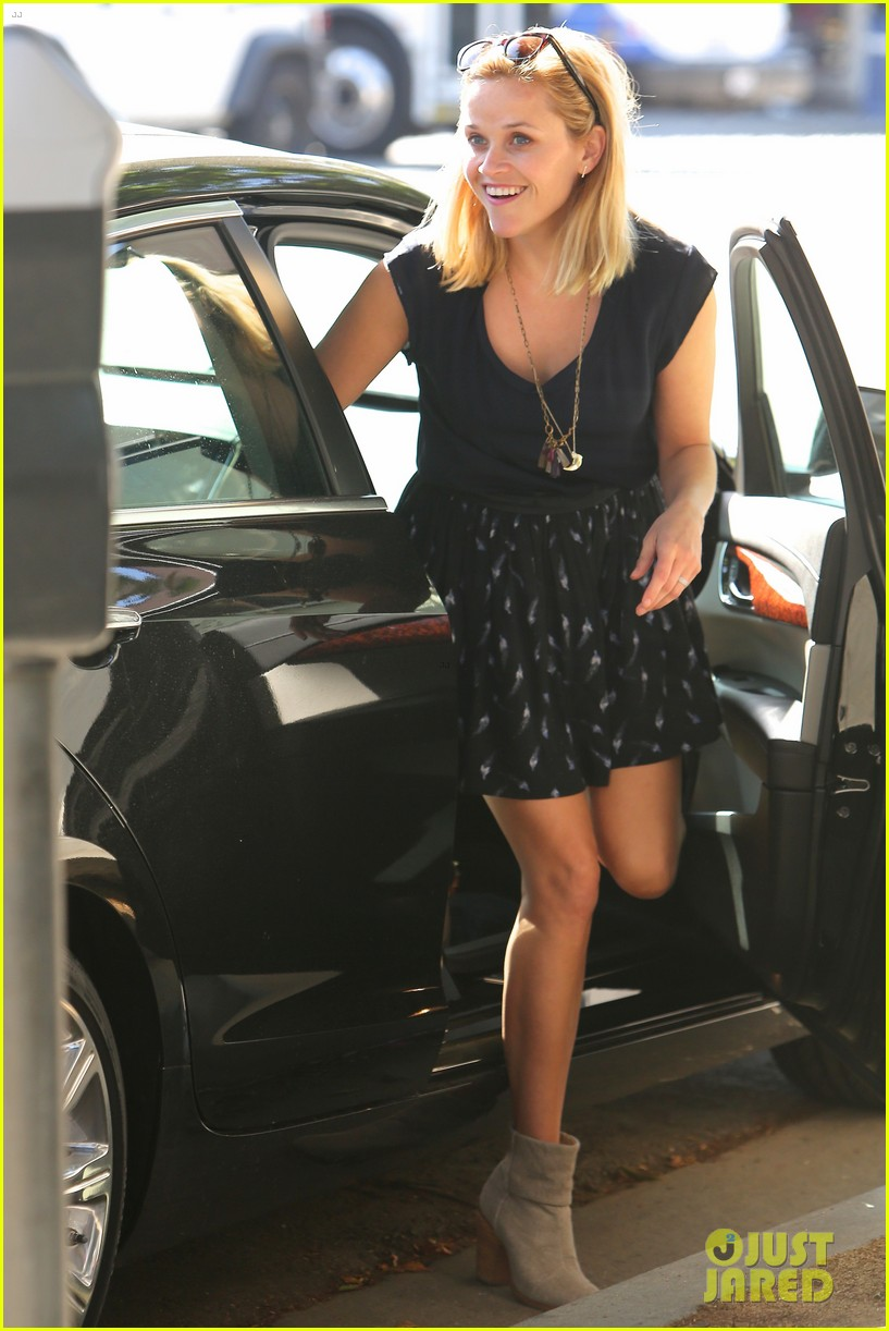 reese witherspoon barneys new york shopper 06