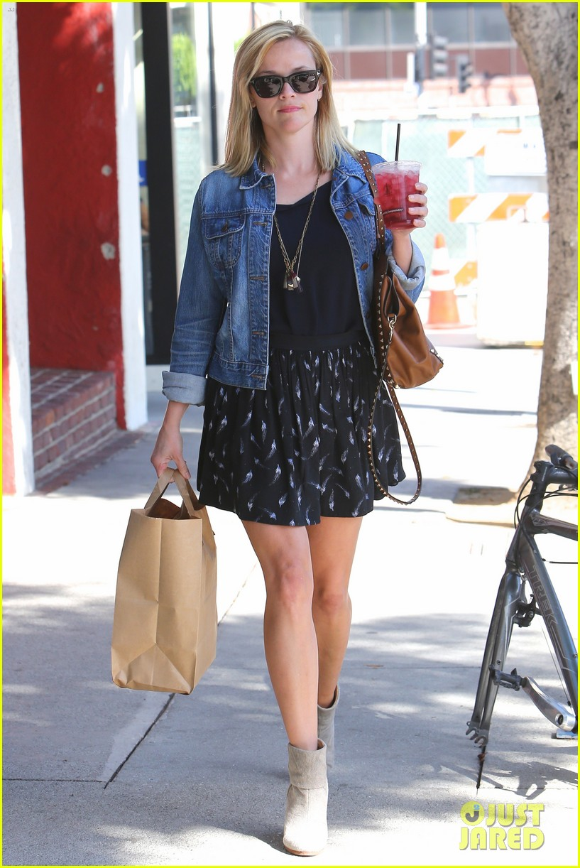 reese witherspoon barneys new york shopper 202881118