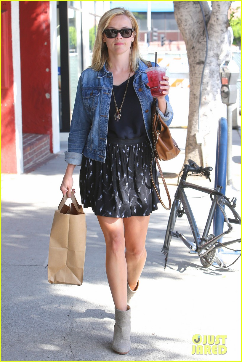 reese witherspoon barneys new york shopper 222881120