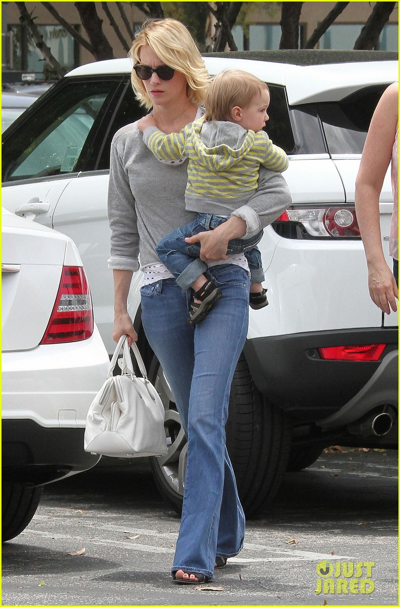 baby xander grabs mom january jones sunglasses 07