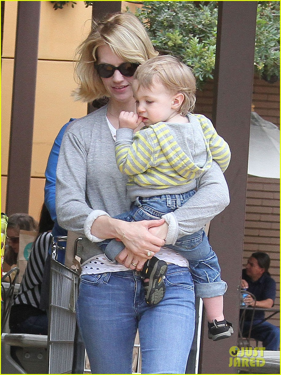 baby xander grabs mom january jones sunglasses 19