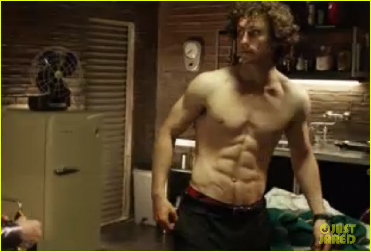aaron johnson shirtless pull up kick ass 2 02