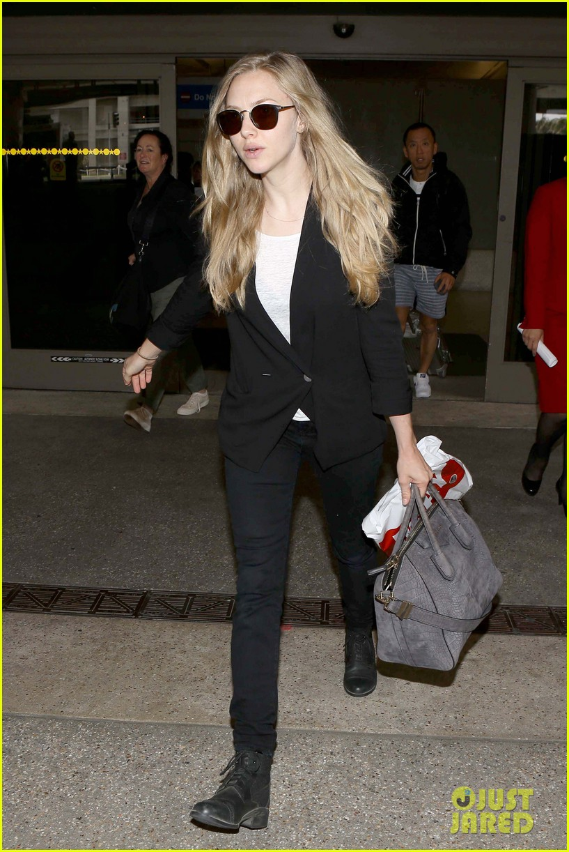 amanda seyfried returns to la after hong kong trip 032887650