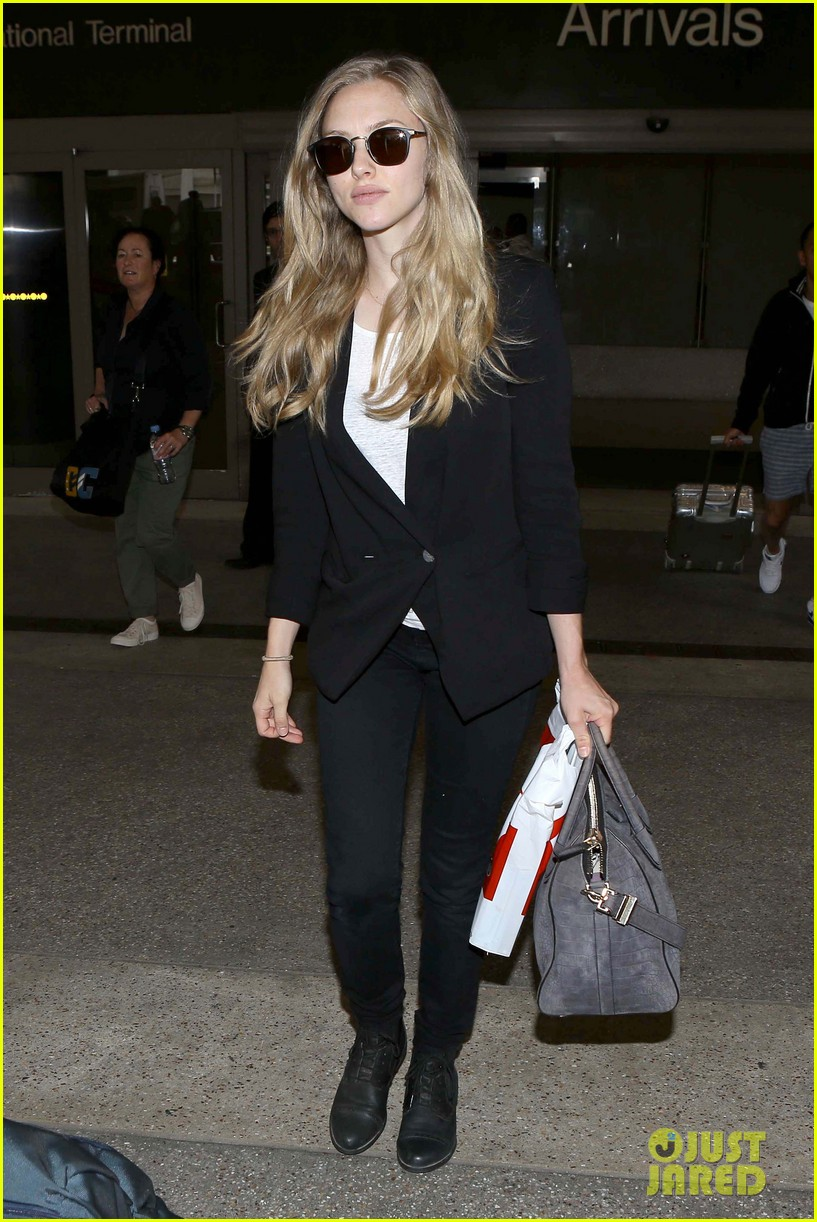 amanda seyfried returns to la after hong kong trip 06