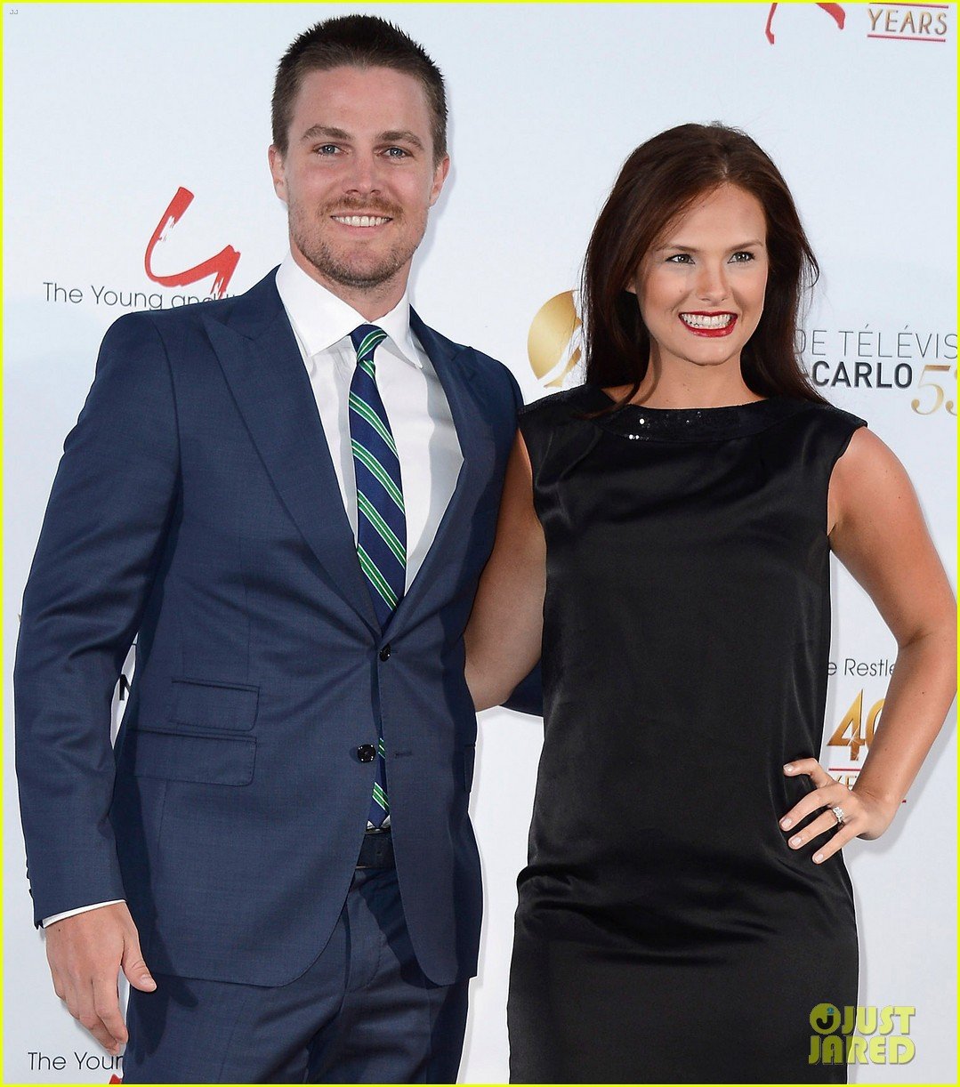 stephen amell pregnant cassandra jean young the restless anniversary party 172888986