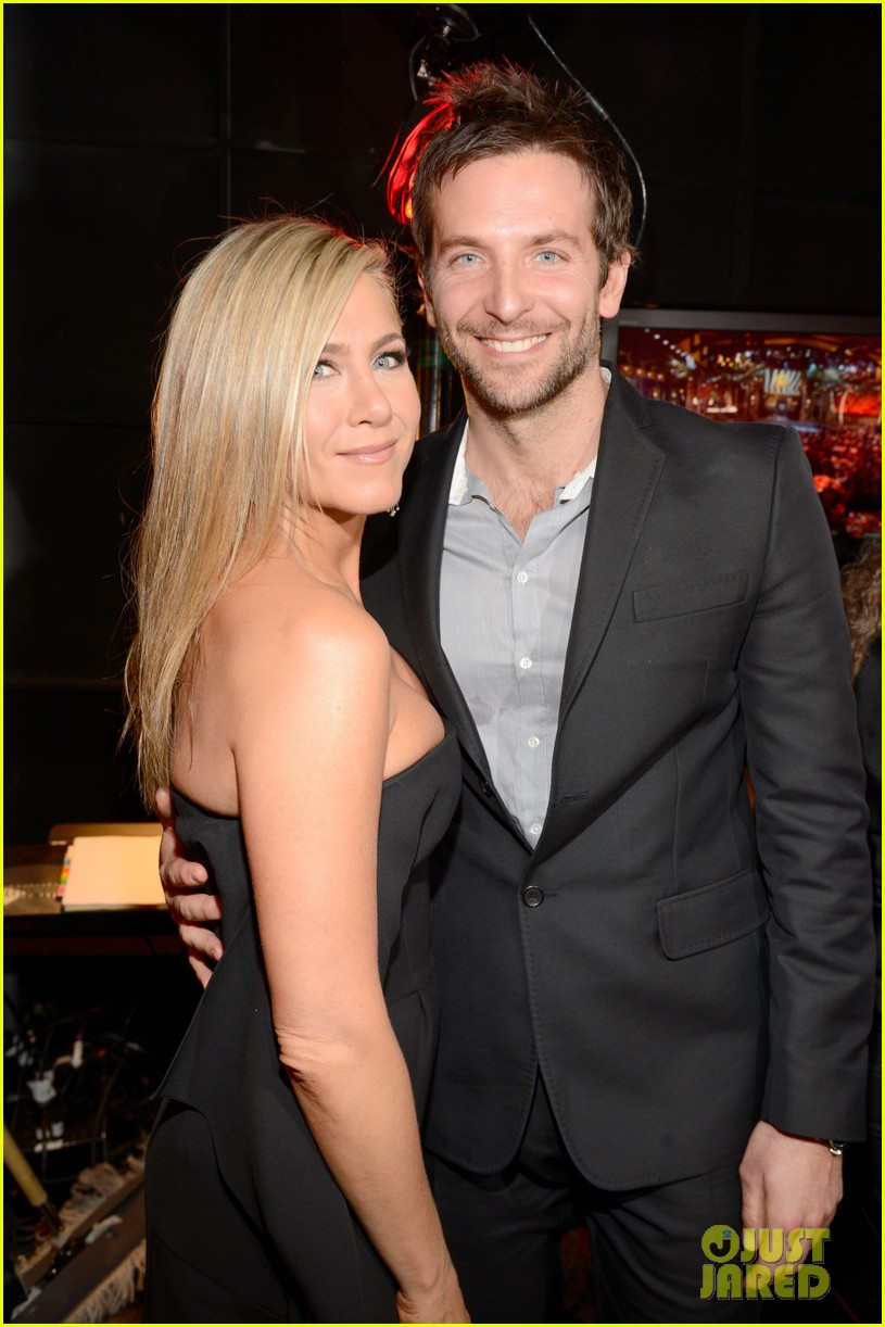 jennifer aniston bradley cooper reunite at guys choice awards 2013 02