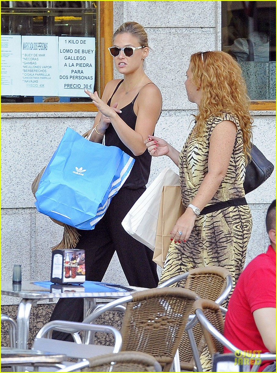 bar refaeli toned arms for madrid shopping trip 302898615