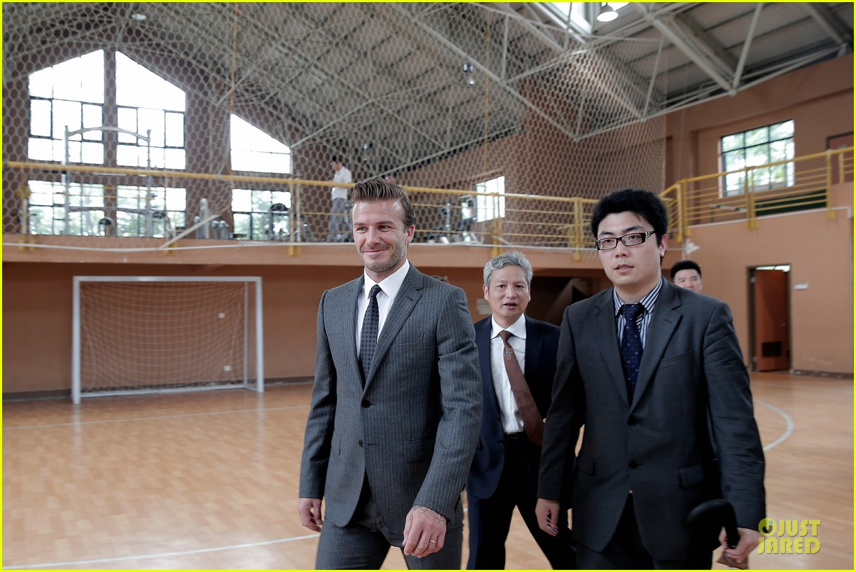 david beckham visits hangzhou greentown club victoria shops 14