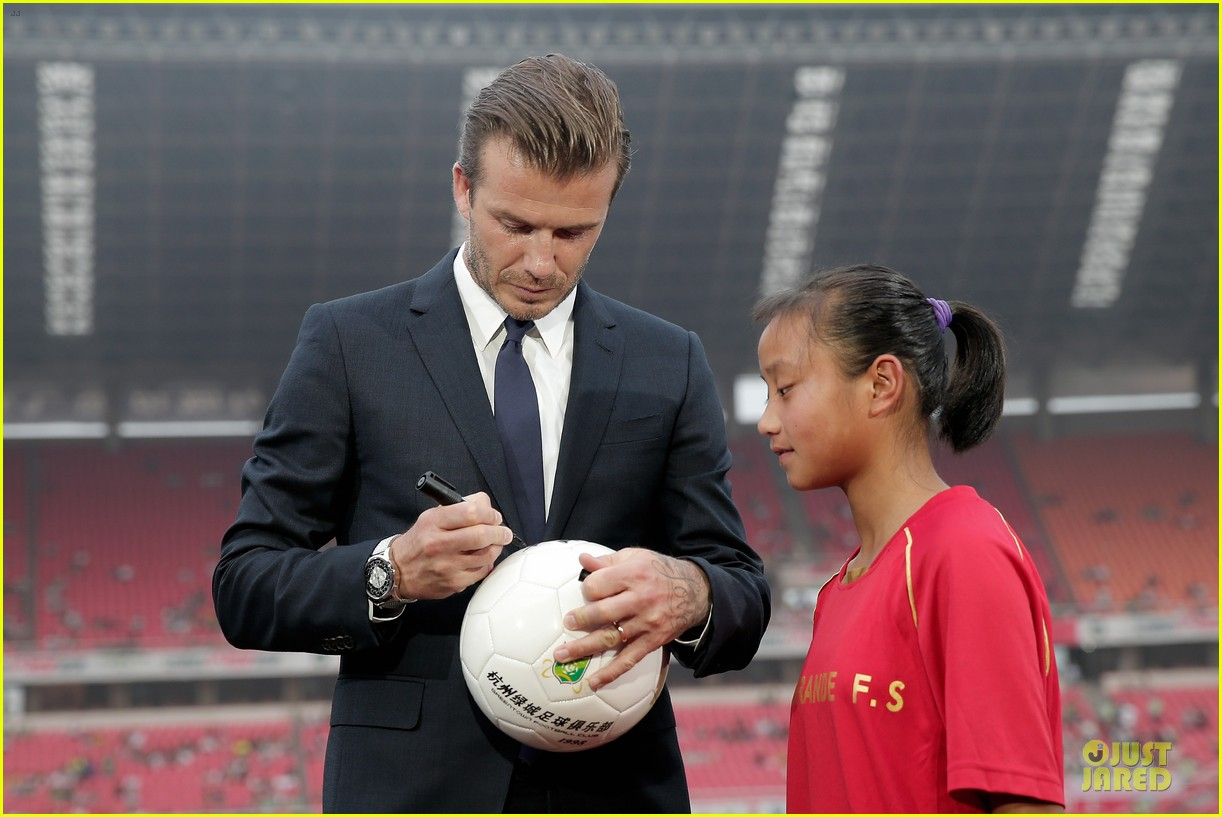 david beckham visits hangzhou greentown club victoria shops 28