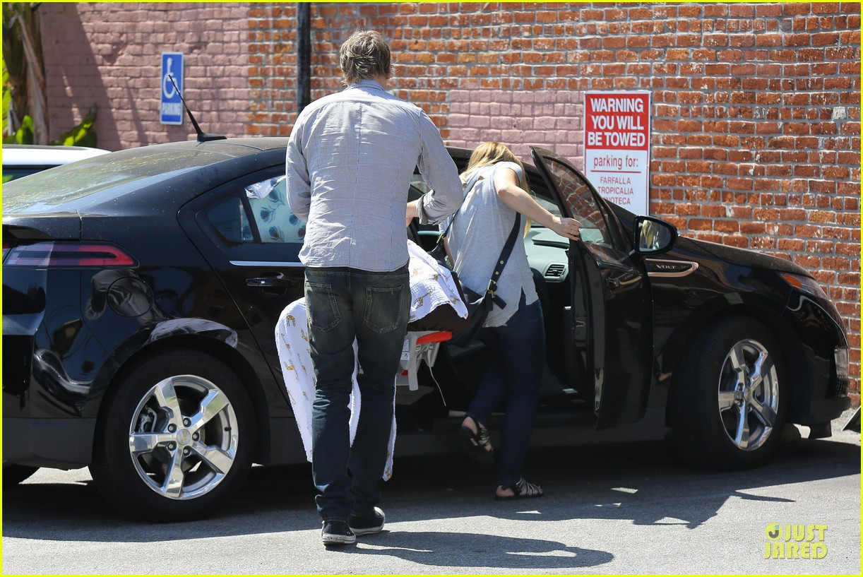 kristen bell dax shepard first fathers day sushi outing 17