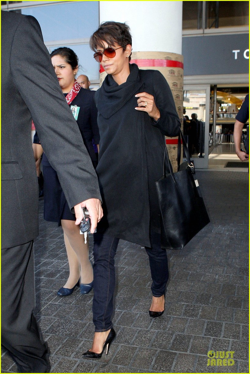 halle berry lax arrival after champs elysees film festival 01