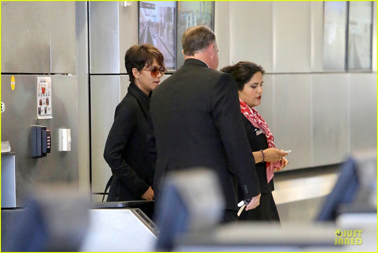 halle berry lax arrival after champs elysees film festival 12