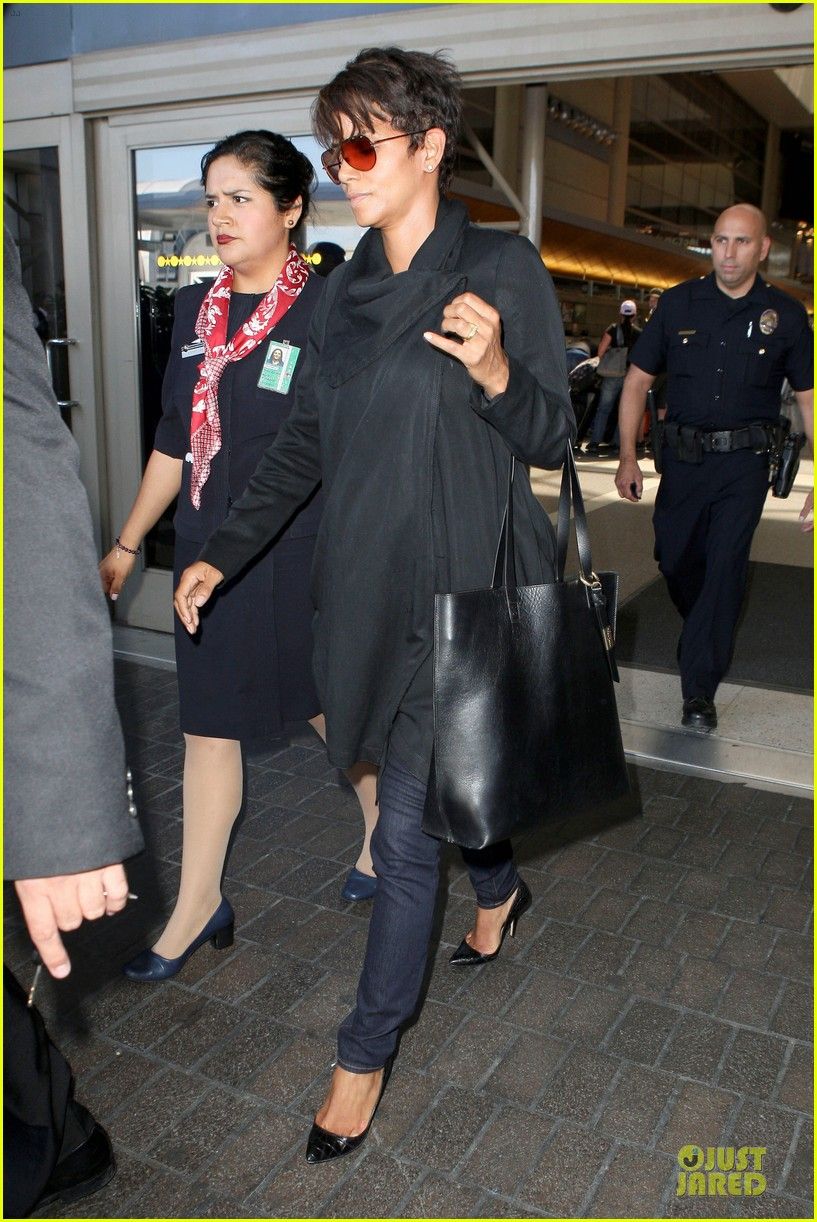 halle berry lax arrival after champs elysees film festival 13