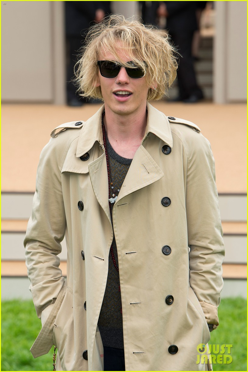 douglas booth jamie campbell bower burberry show 01