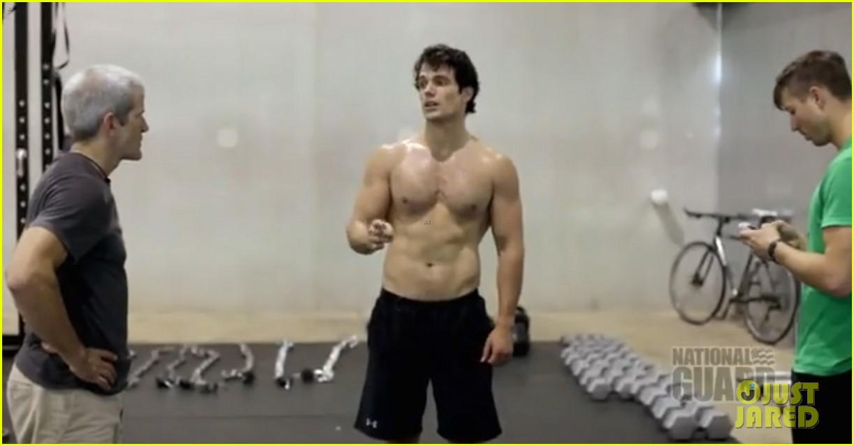 henry cavill shirtless man of steel workout video 11
