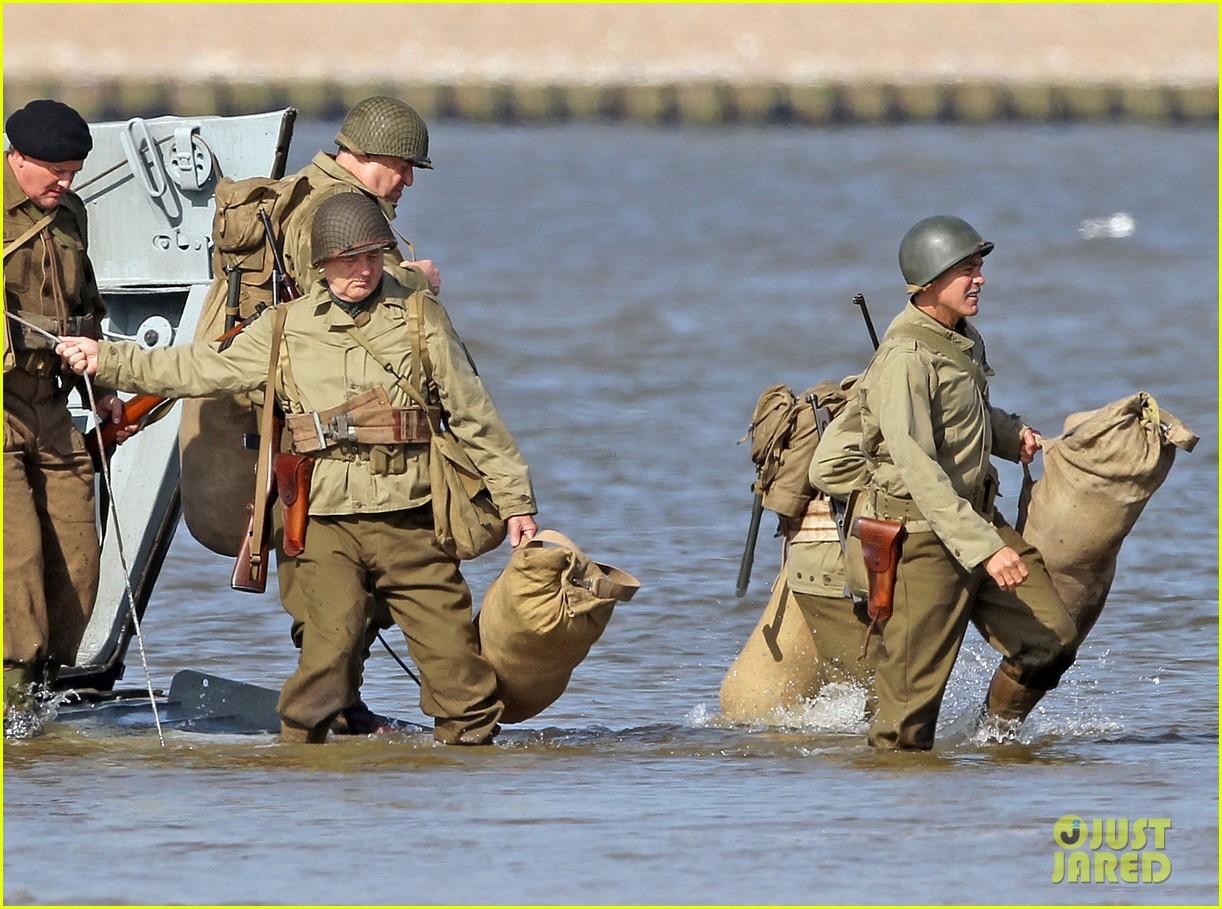 george clooney monuments men water trek scenes 01