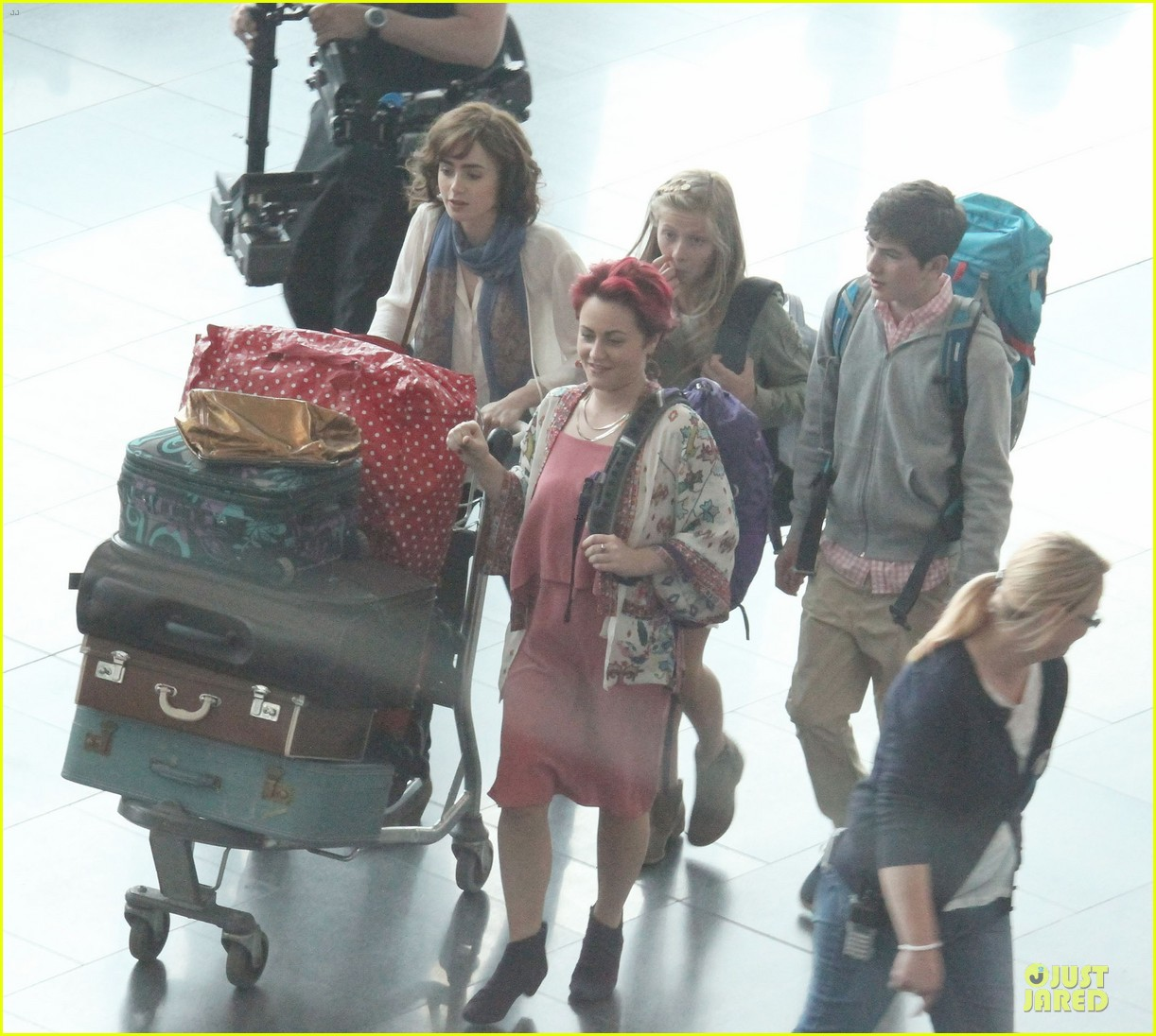 lily collins love rosie airport scene with jaime winstone 032899018