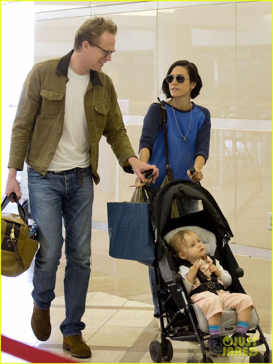 jennifer connelly paul bettany lax arrivial with the kids 08