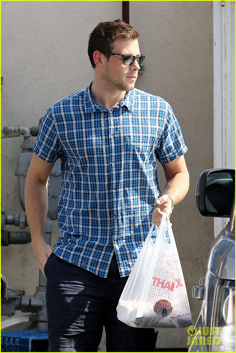 cory monteith grabs takeout in weho 022883049