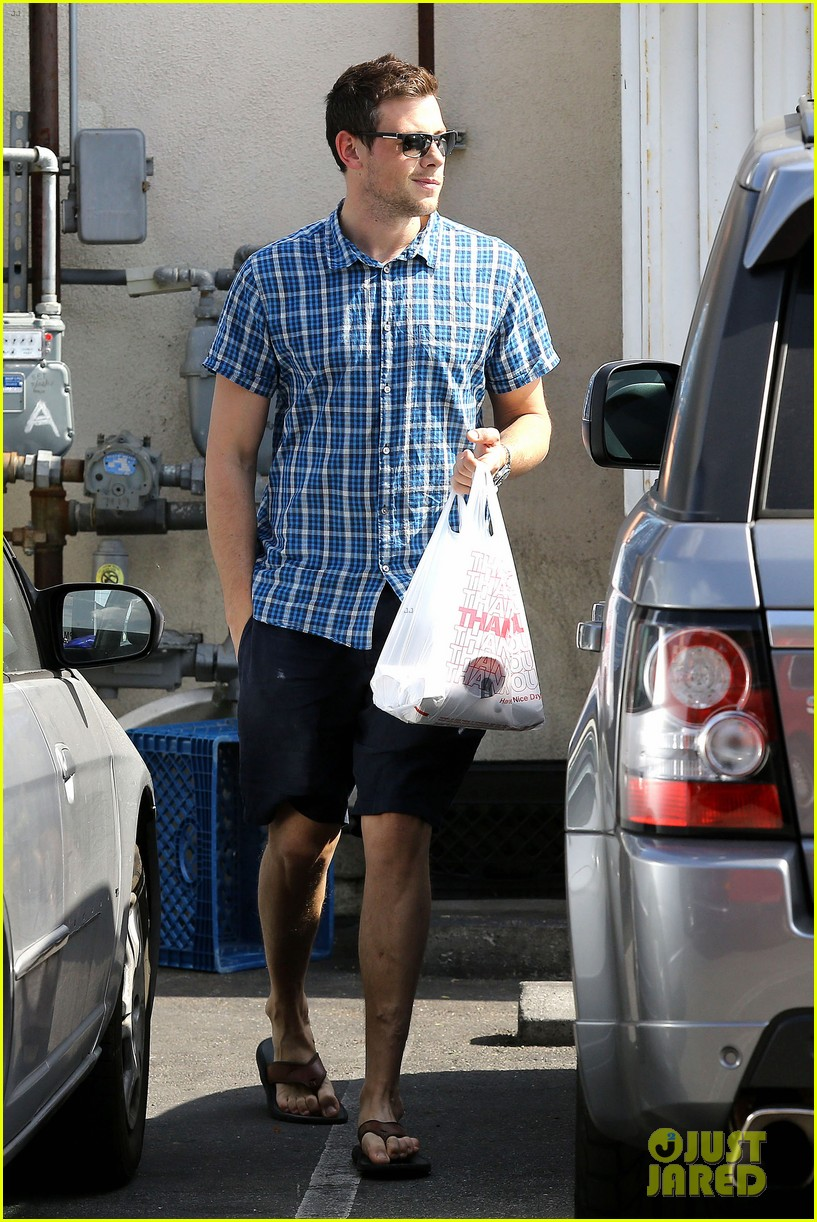 cory monteith grabs takeout in weho 04