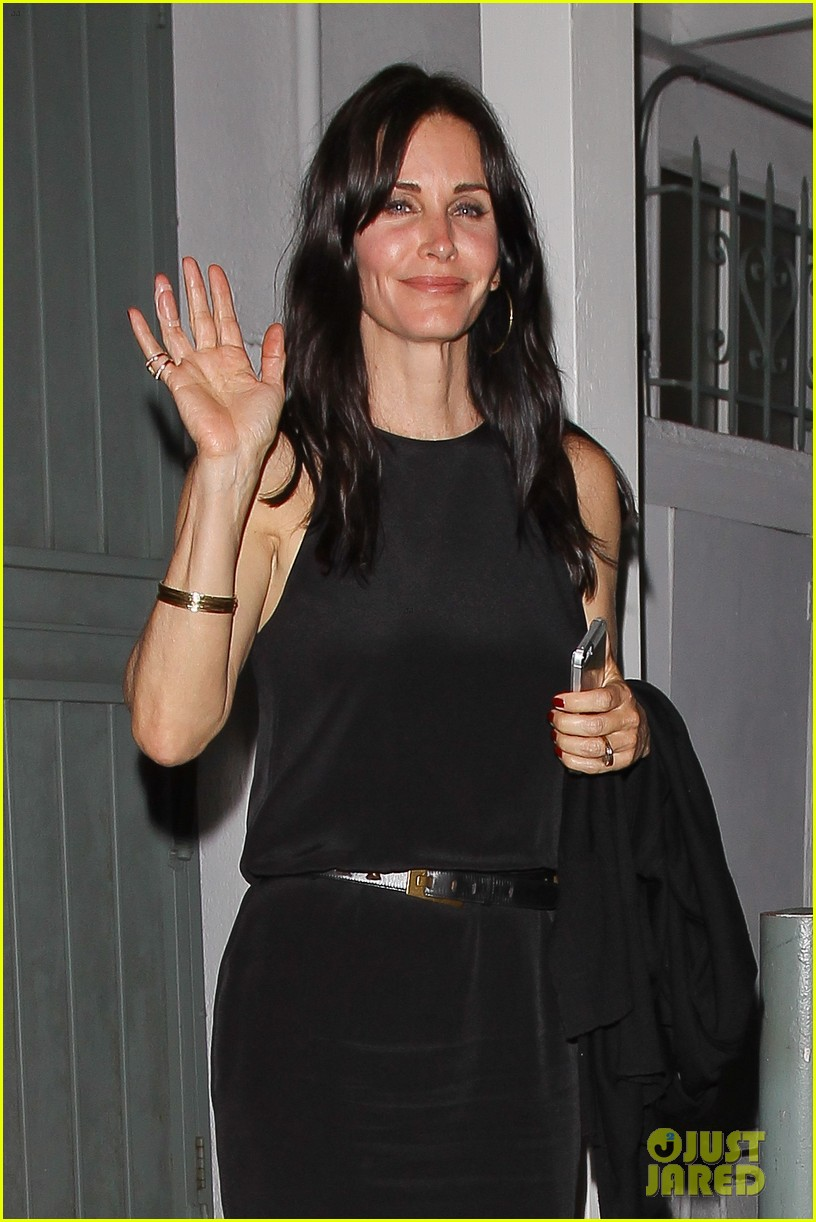 courteney cox celebrates her birthday with isla fisher laura dern 042892369