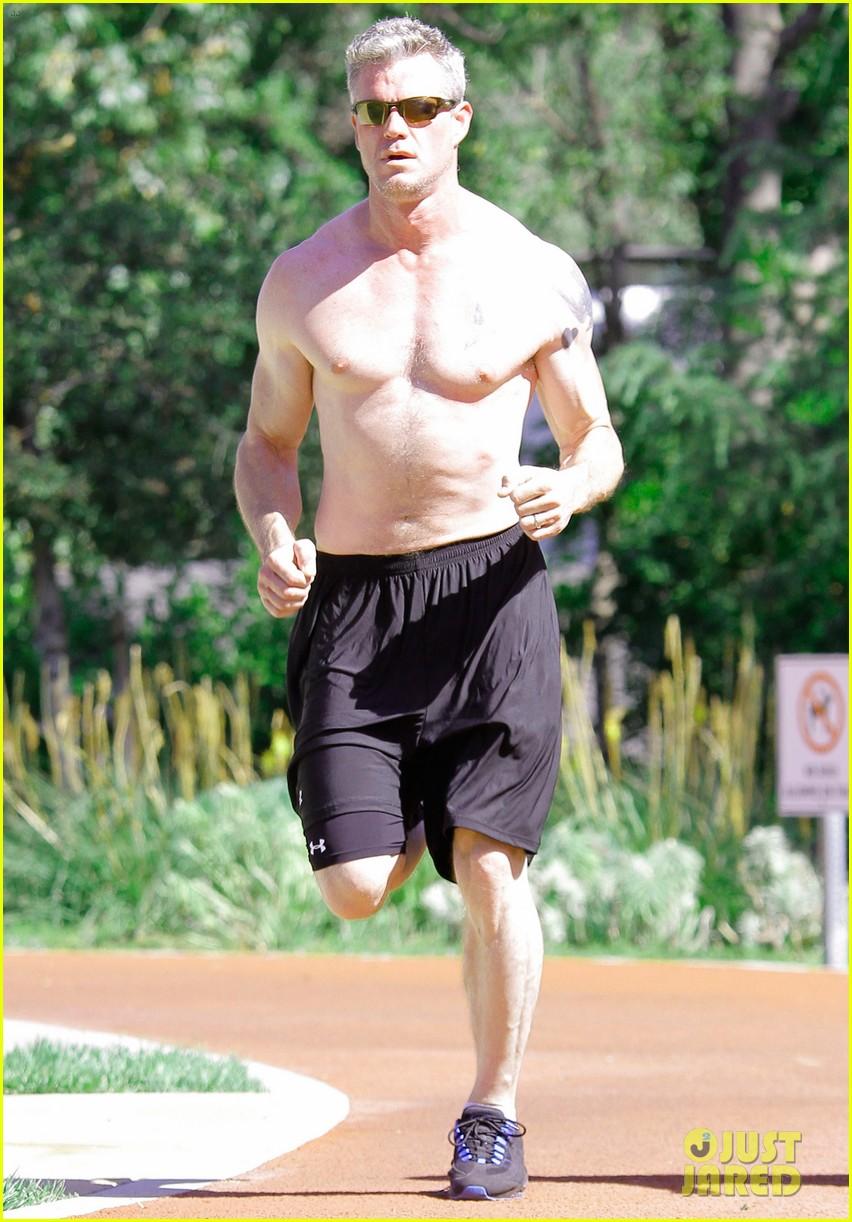 eric dane shirtless workout at coldwater canyon park 01