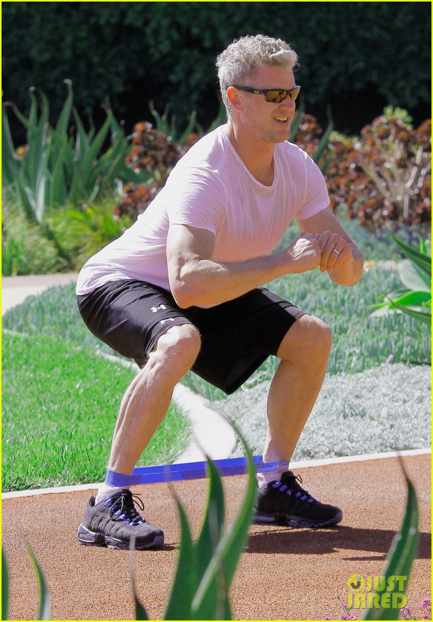 eric dane shirtless workout at coldwater canyon park 032895353