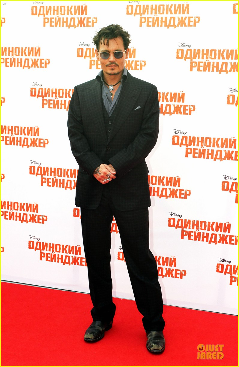 johnny depp armie hammer lone ranger moscow premiere 032900074