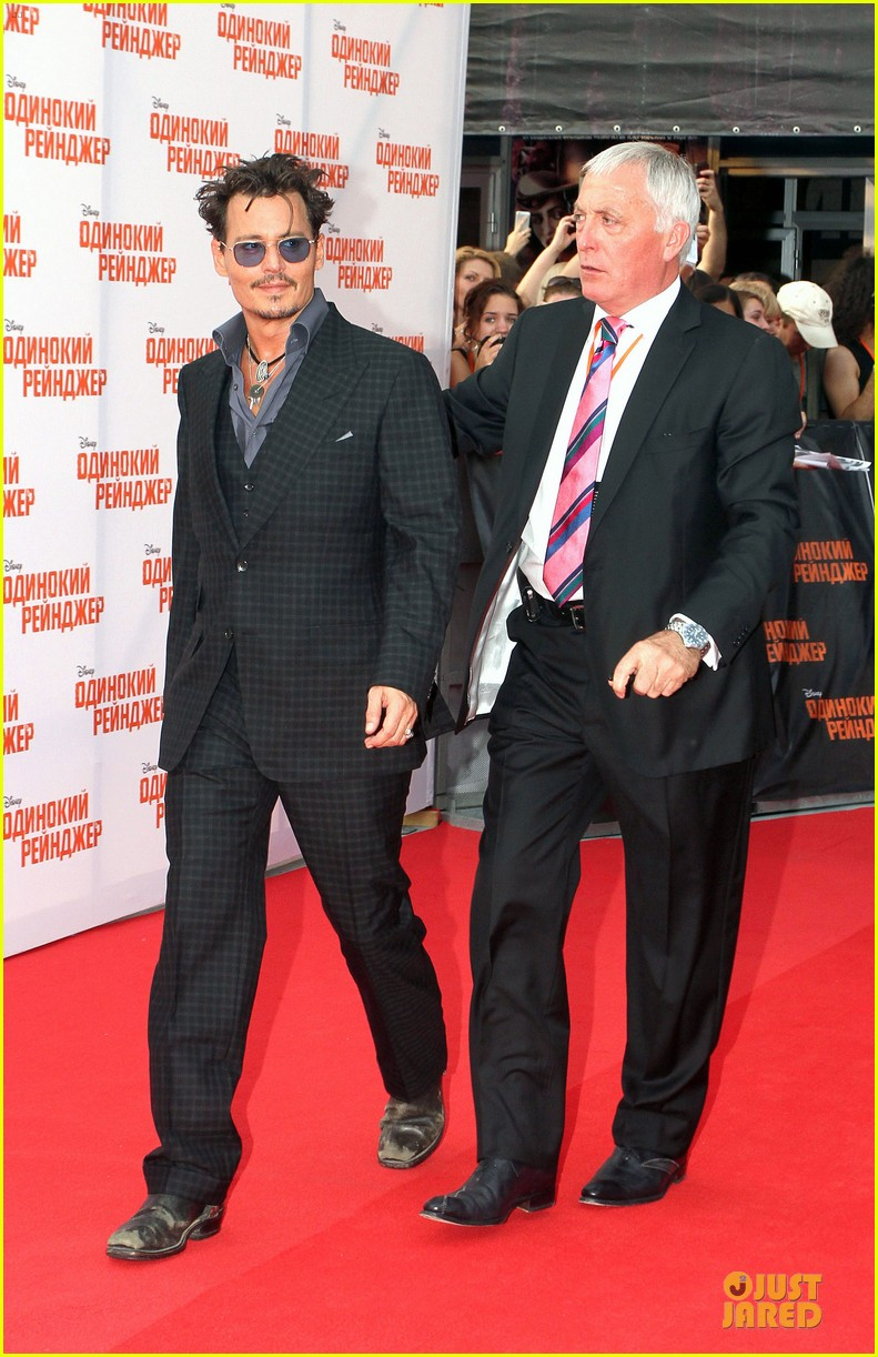 johnny depp armie hammer lone ranger moscow premiere 05