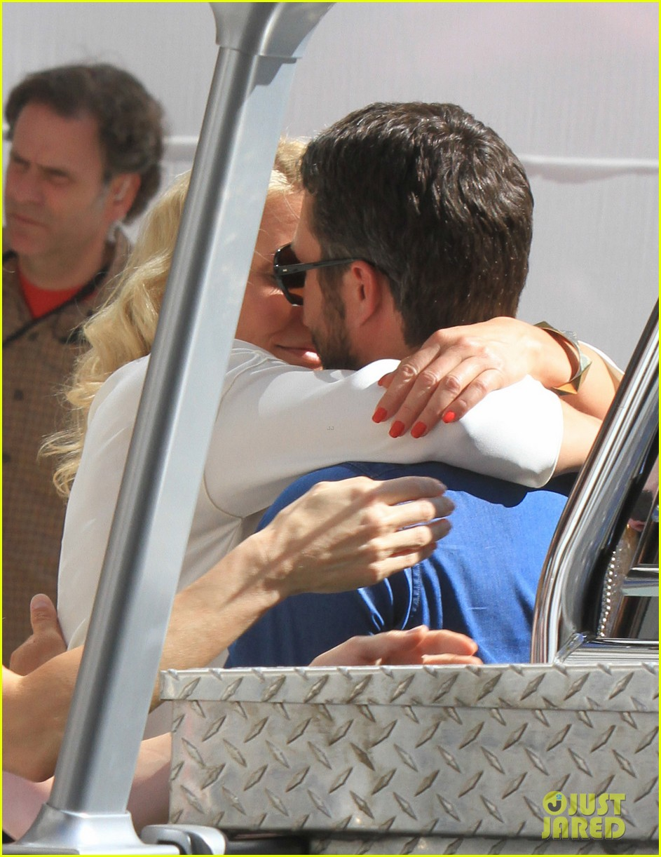 cameron diaz taylor kinney kiss for other woman 05