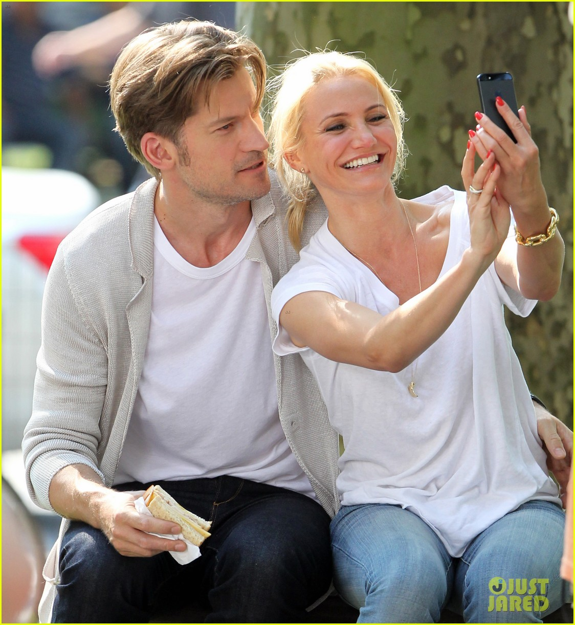 cameron diaz nikolaj coster waldau lock lips on set 09