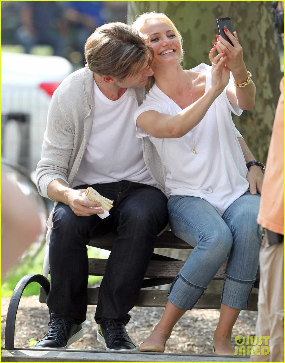 cameron diaz nikolaj coster waldau lock lips on set 162897615