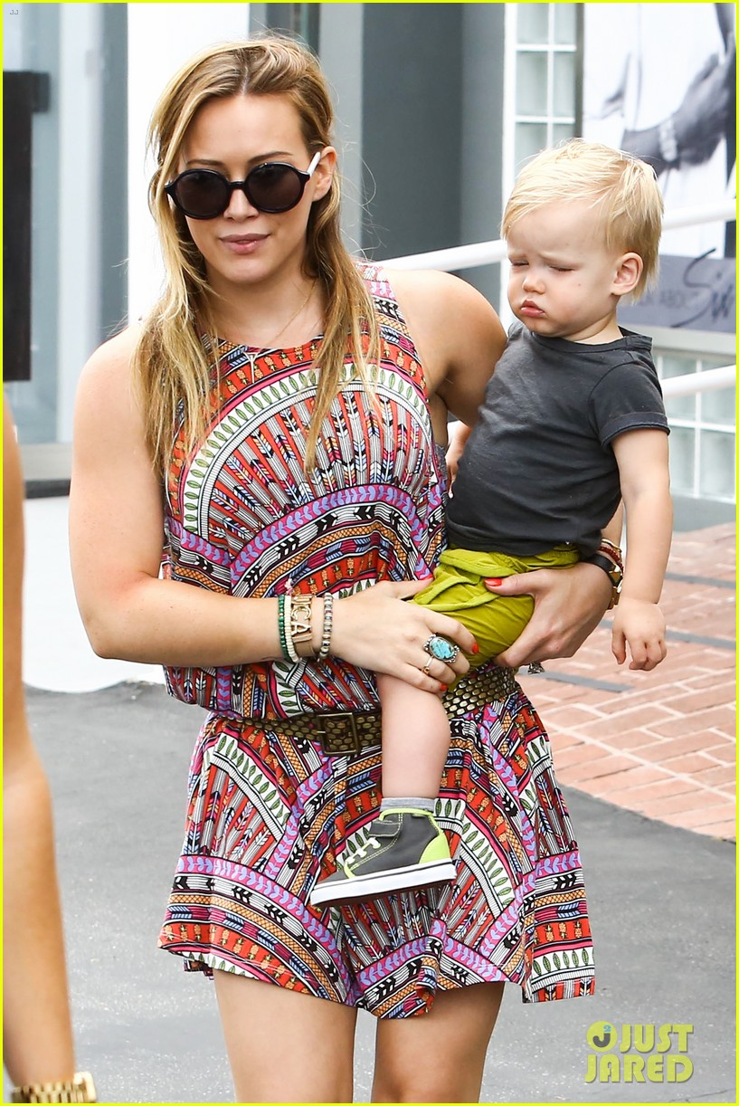 hilary duff daily outings with luca 04
