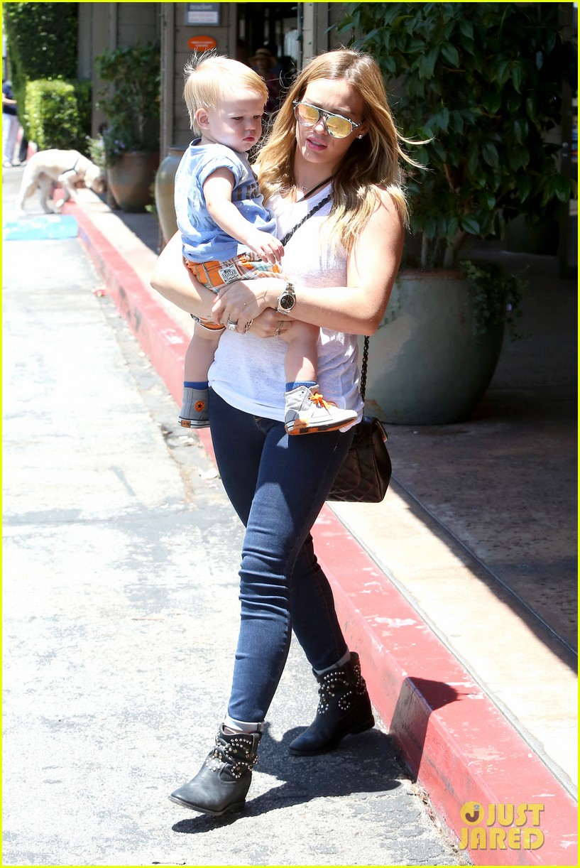 hilary duff fathers day weekend mike comrie baby luca 072892674