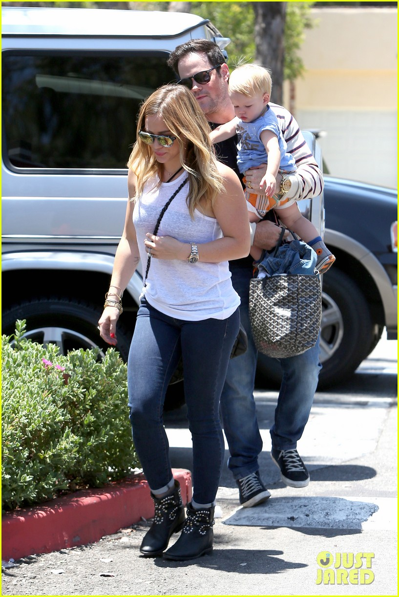 hilary duff fathers day weekend mike comrie baby luca 112892678
