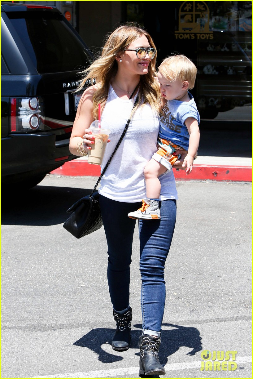 hilary duff fathers day weekend mike comrie baby luca 29