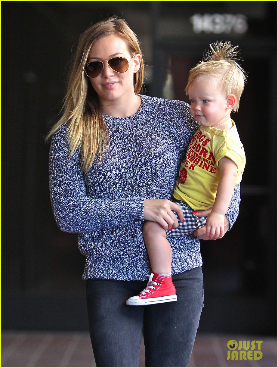 hilary duff mourns loss of dog lola 232899603