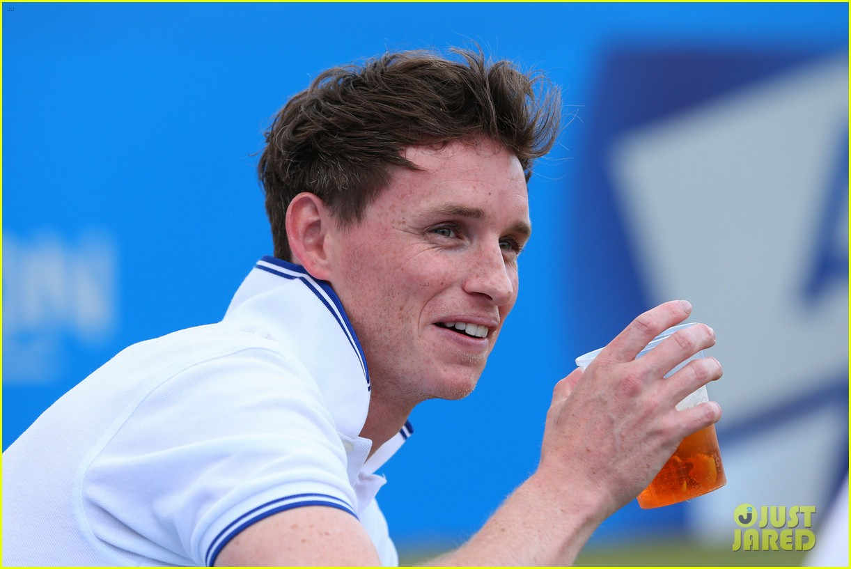 eddie redmayne rally against cancer charity tennis match 05