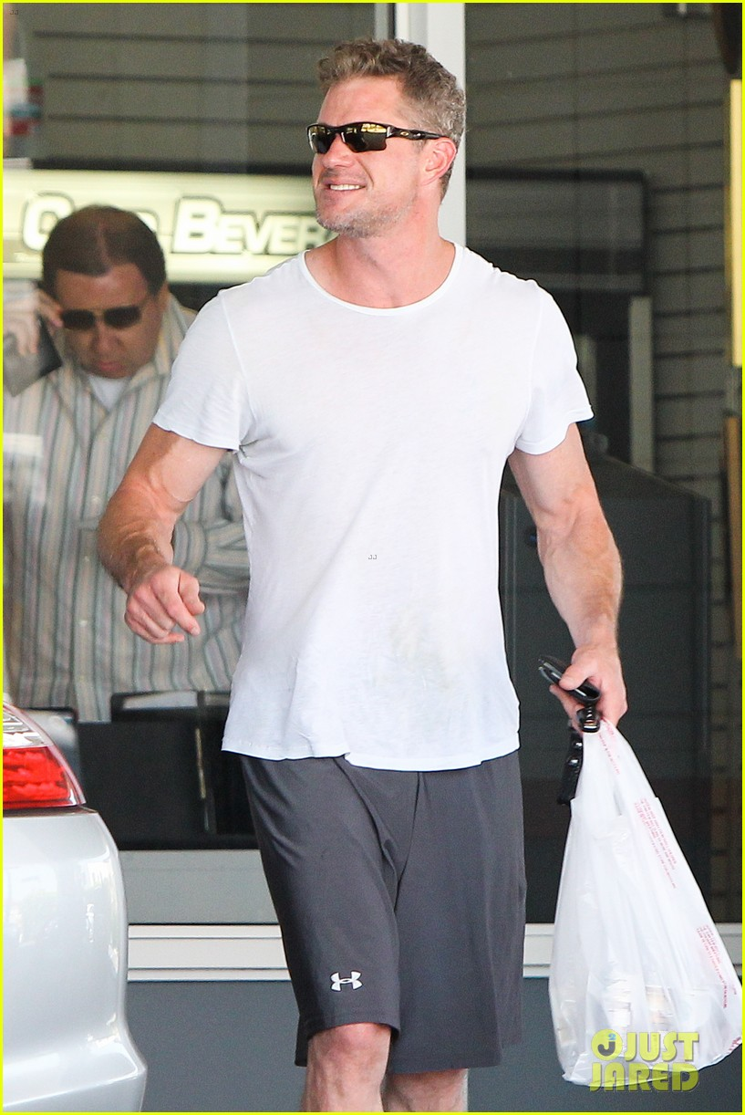 eric dane push ups with daughter billie 132897062