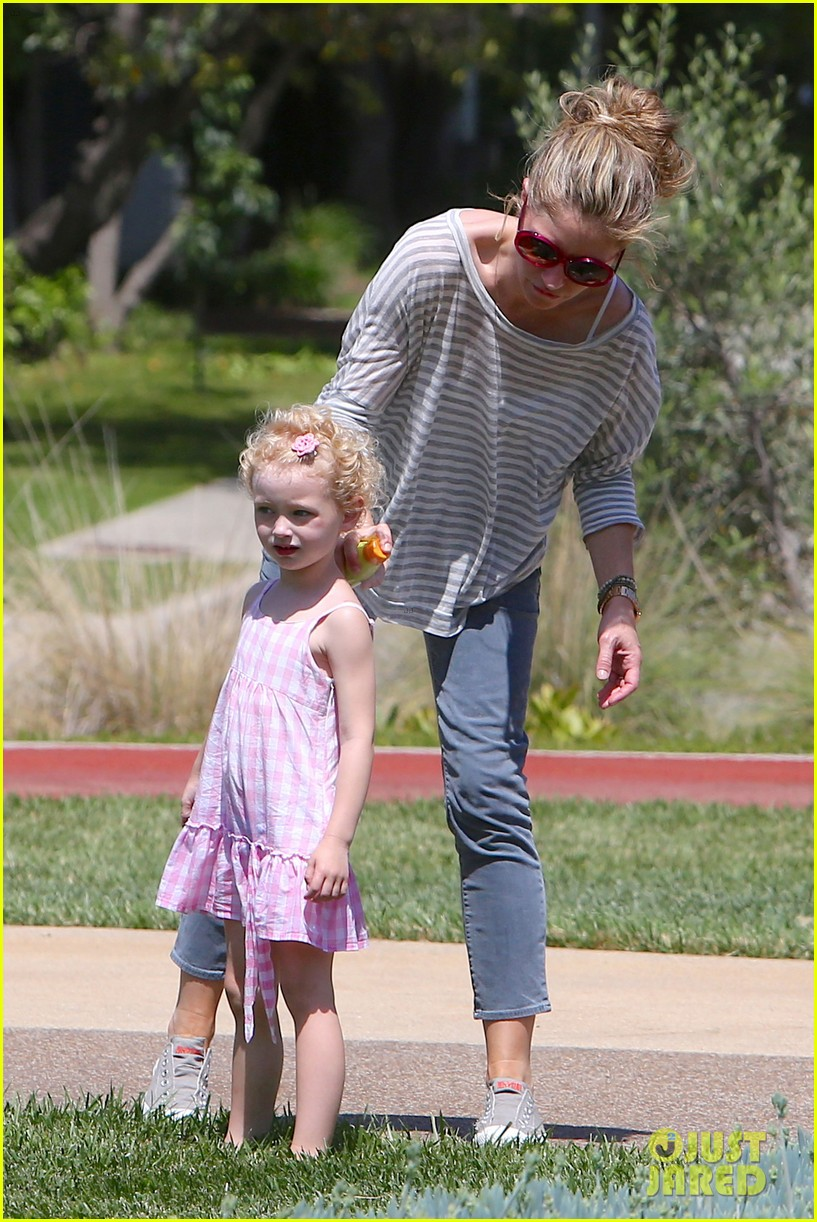 eric dane push ups with daughter billie 26