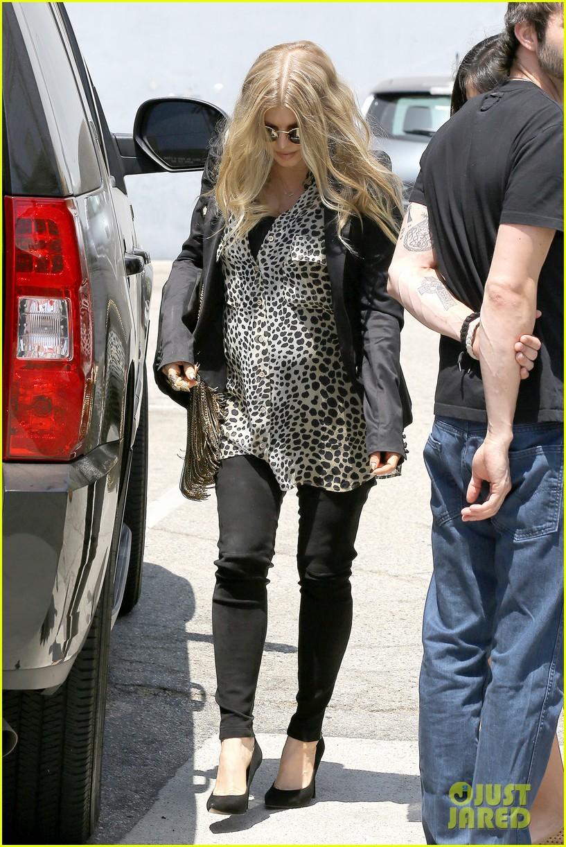 fergie leopard print baby bump 11
