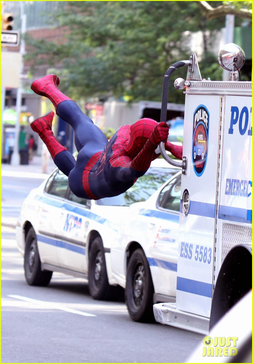 andrew garfield plays with kids on amazing spider man 2 set 03