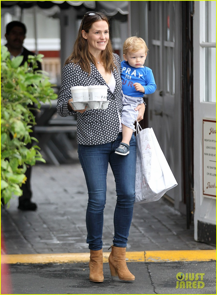 jennifer garner carries samuel four coffees 07
