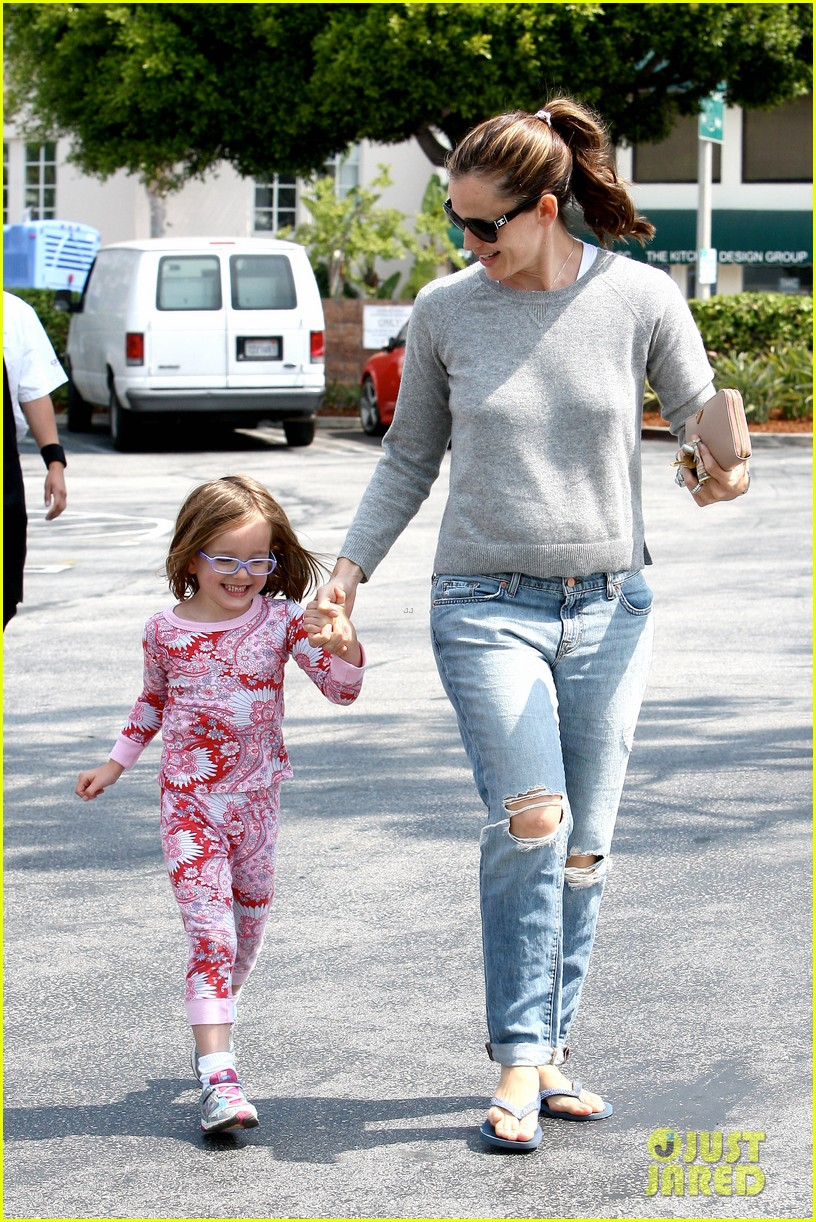 jennifer garner ben affleck star eco station with the girls 04