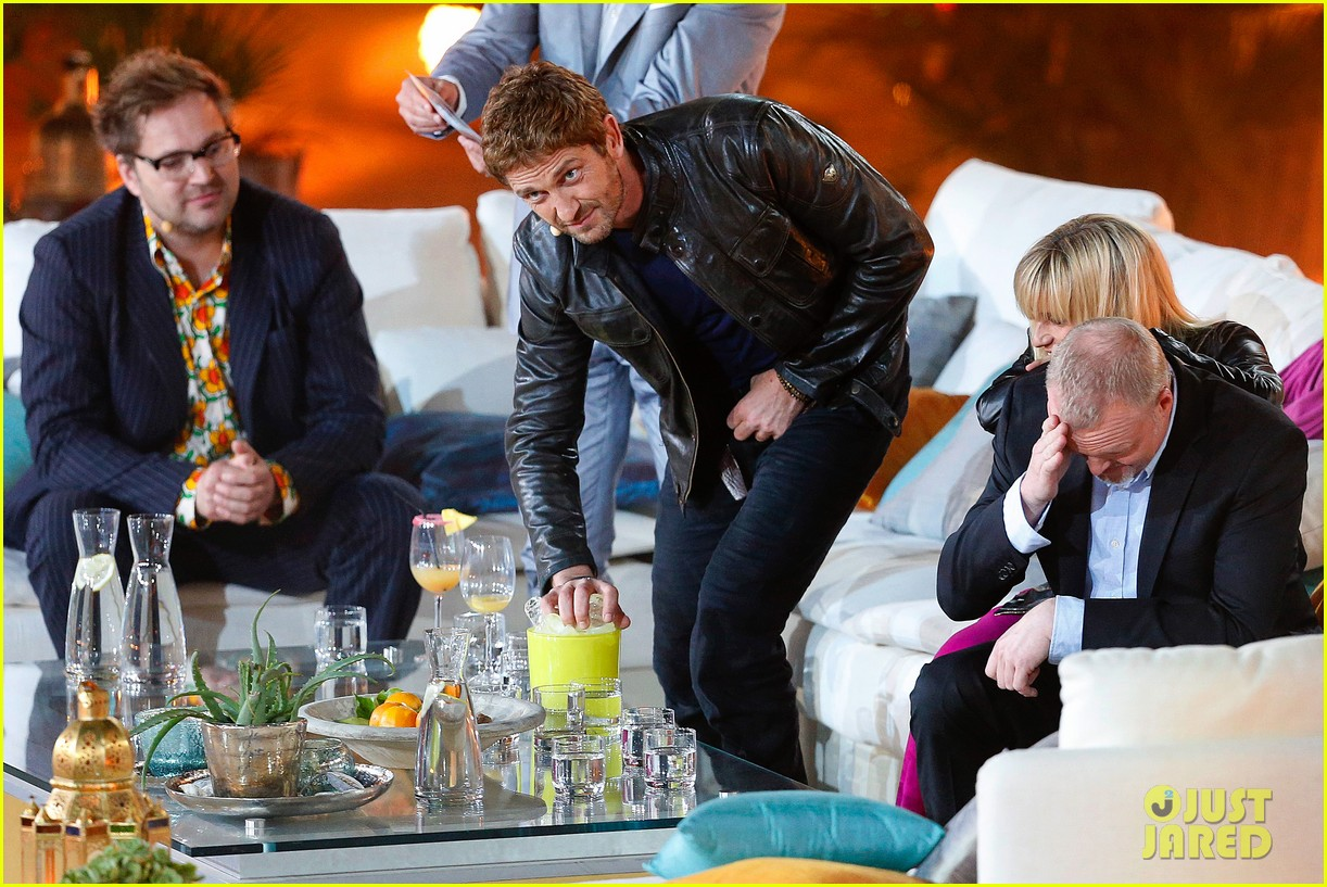 gerard butler puts ice down his pants on german tv show 07