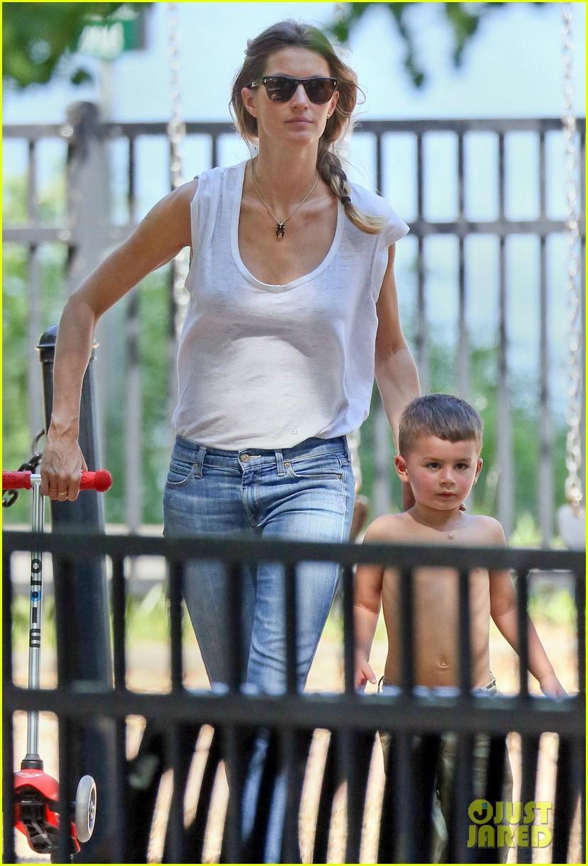 Gisele Bundchen Amp Tom Brady Park Day With Benjamin