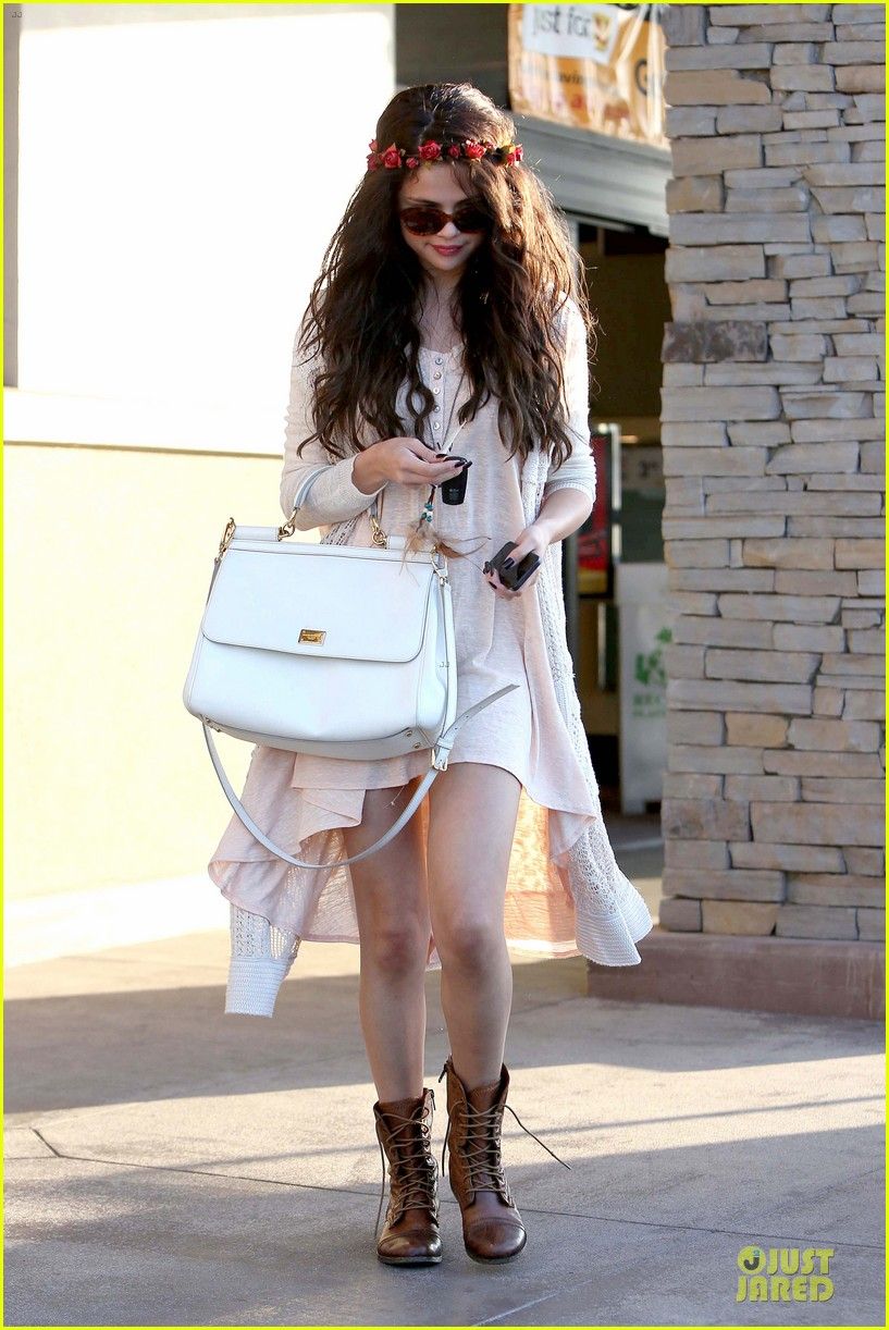selena gomez im grateful for well wishes to baby sister gracie 01